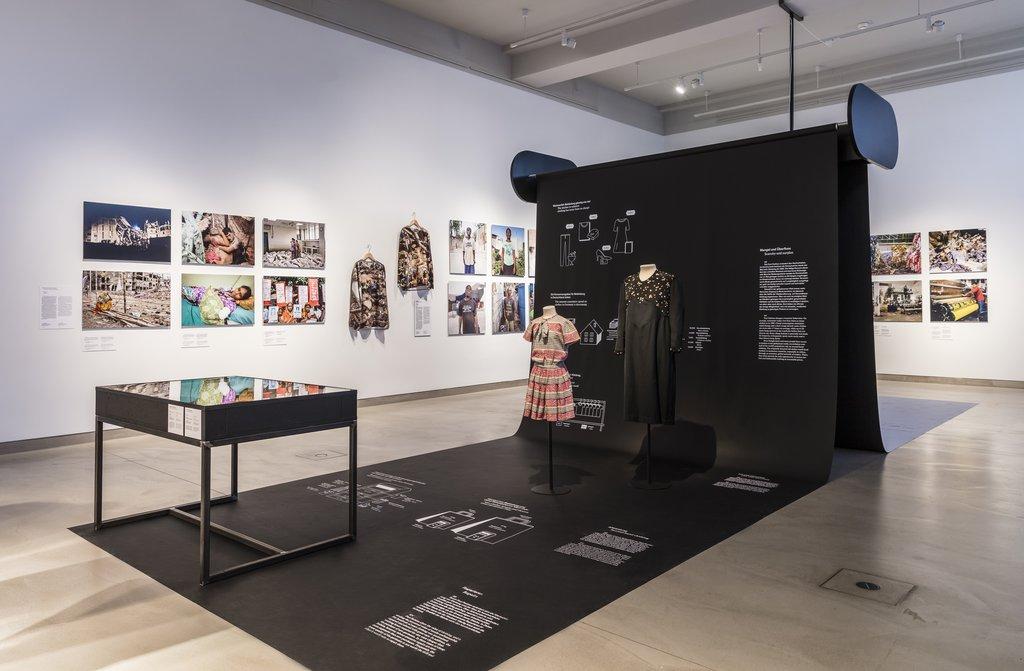 Fast Fashion. The Dark Sides of Fashion, exhibition view © Staatliche Museen zu Berlin, Museum Europäischer Kulturen / David von Becker
